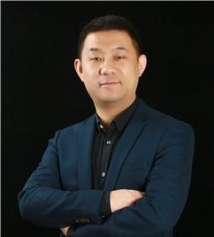 创始人兼首席钢琴教师杜晓伟