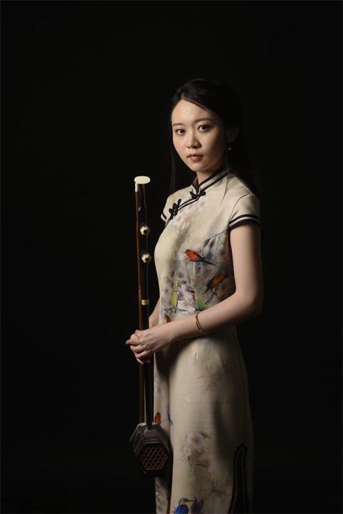 王晨,自幼学习二胡。2007年考入上海音乐学院附中,师从刘捷老师。在校期间曾受邀赴德国汉堡、爱茵根、斯图加特等地进行交流演出。